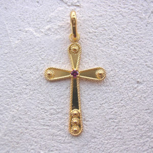 ART 109 - Croce d'oro in filigrana con pietra