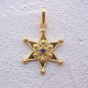 ART 110 - Stella d'oro in filigrana con pietra