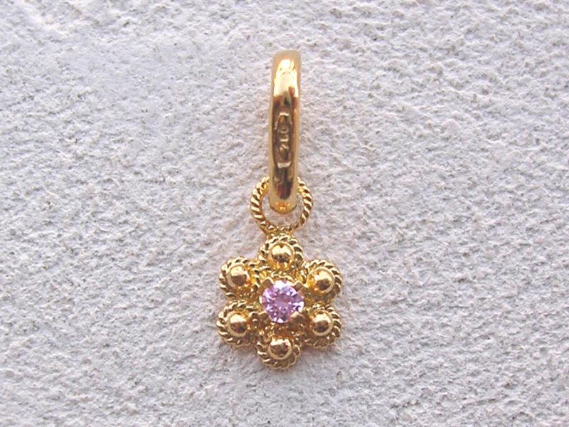 ART 114 - Ciondolo d'oro in filigrana con pietra