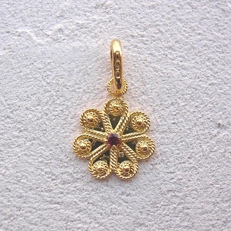 ART 116 - Ciondolo d'oro in filigrana con pietra