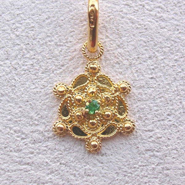 ART 119 - Ciondolo d'oro in filigrana con pietra - Dettaglio