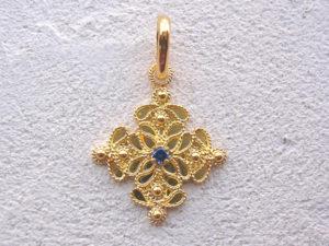 ART 120 - Ciondolo d'oro in filigrana con pietra