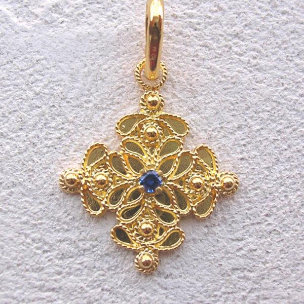 ART 120 - Ciondolo d'oro in filigrana con pietra - Dettaglio