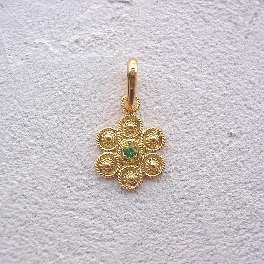 ART 123 - Ciondolo d'oro in filigrana con pietra