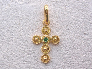 ART 124 - Croce d' oro in filigrana con pietra