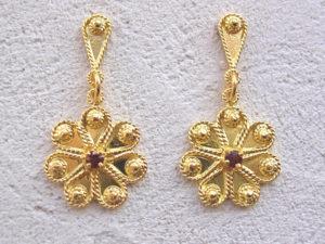 ART 308 - Orecchini d'oro in filigrana con pietra