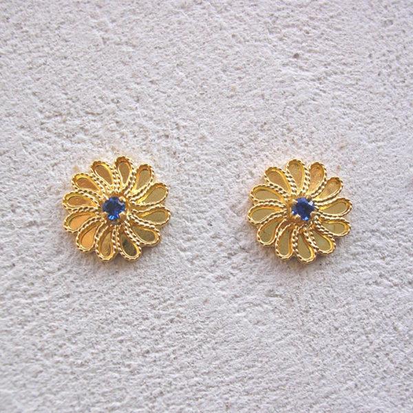 ART 319 - Orecchini d'oro in filigrana con pietra