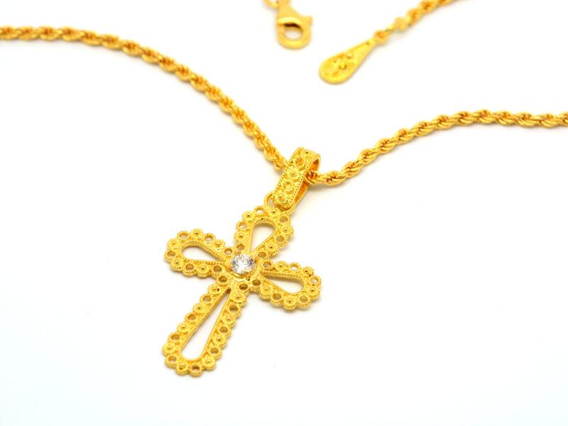 Catena e croce con diamante