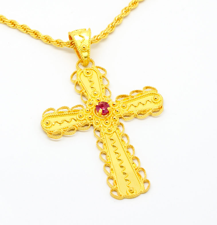 Catena e croce con rubino